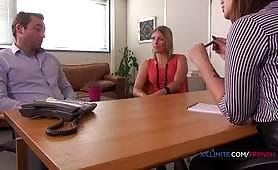 Una psicologa cattiva non controlla la sua figa! - Trio porno francese cornuto