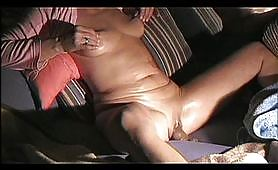 Masturbare matura cu dildo - masturbare matura voyeur reala