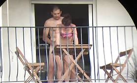 Mostra di sesso sul balcone - scopata italiana amatoriale voyeur
