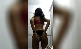 Striptizë adoleshente indiane