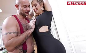 A gorgeous lady enjoys amazing sex with big dick - Mia Linz e Mike Angelo