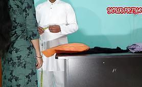 Indisk dressmaker tar målinger