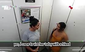 Возбужденную лесбиянку засняли на видеонаблюдении.